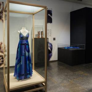 """Podcastepisode Nr. 16 mit Elke/Bele über die Ausstellung """"Look! Fashiondesigner von A bis Z"""""""